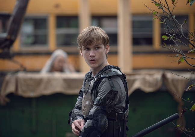 the-walking-dead-episode-906-henry-lintz-935