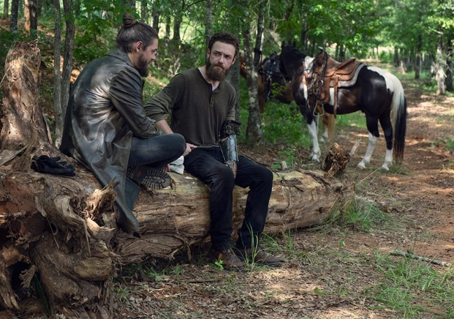 the-walking-dead-episode-907-aaron-marquand-935