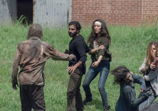 the-walking-dead-episode-907-siddiq-nash-2-935